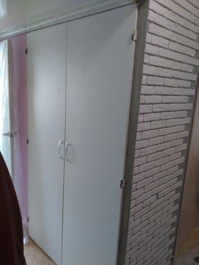 Двери стенного шкафа.