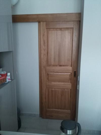 Раздвижная дубова дверь.
